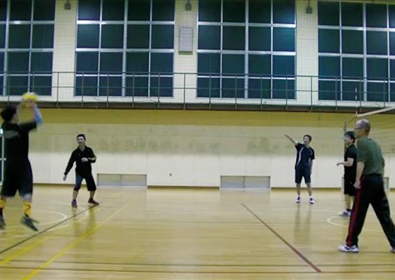 バレーボールチームの活動の様子写真